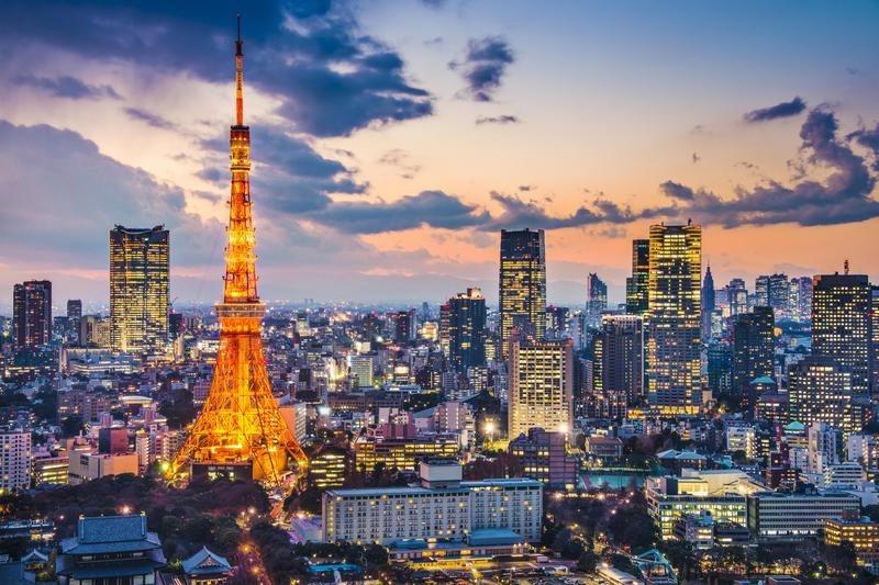 Tokyo-skyline-by-night