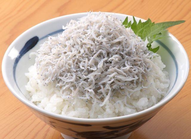 """เมนู(เกือบ)พิสดาร """"ปลาชิราสุ"""" แห่งเกาะเอโนชิมะ"""
