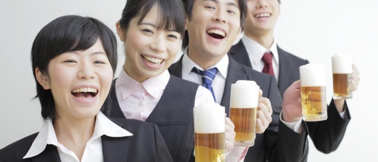มารยาทสำหรับพนักงานหญิงบริษัทญี่ปุ่น เมื่อถูกชวนไปดื่มหลังเลิกงาน