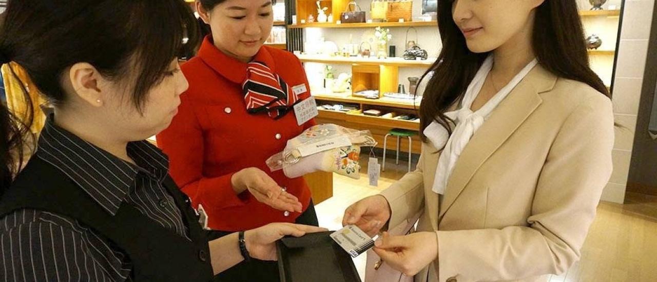 ไปญี่ปุ่น ใช้เงินสด หรือ บัตรเครดิต ดีกว่ากันนะ